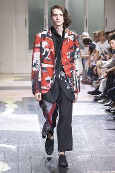Yohji Yamamoto Spring 2018 Menswear Fashion Show Collection Yohji Yamamoto, Vogue Paris, Grunge Fashion, Mens Fashion, Paris Fashion, Fashion Prints, Fashion Design, Fashion Textiles, Dressed To The Nines