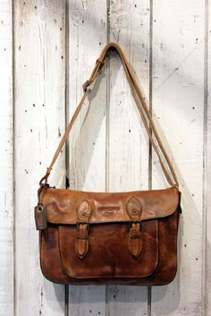 "Borsa Messenger in Pelle invecchiata fatta a mano ""Old School Messanger"" on Etsy, 212,19 €"