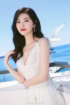 Jing Tian in Cannes for film festival Asian Models Female, Asian Model Girl, Asian Girl, Beautiful Girl Image, Beautiful Asian Women, Beautiful Ladies, Jing Tian, Musa, Chinese Actress