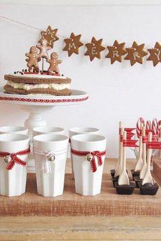 Christmas party; gorące mleko / kakao + bita śmietana, starta czekolada itp.