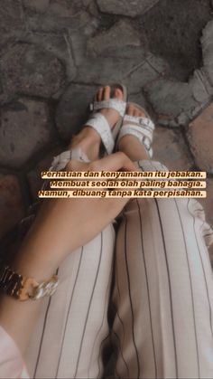 Quotes Rindu, Text Quotes, Sorry For Hurting You, Quotes Galau, Qoutes About Love, Quote Aesthetic, Couple Pictures, Captions, Instagram Story