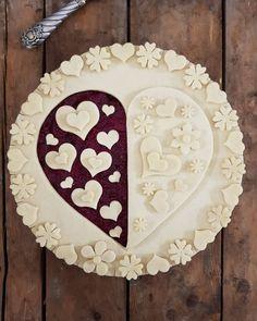 Beautiful pie crust technique for a valentine's day dessert Beautiful Pie Crusts, Pie Crust Designs, Pie Decoration, Pies Art, Pie Tops, Pie Crust Recipes, Sweet Pie, No Bake Pies, Pie Cake