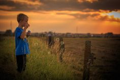 Mathias  #sunset #zonsondergang #goldenhour #kidsphotography #kinderen #goudenuur