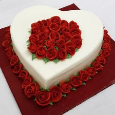 Anniversary rose cake #lovly #cute #beautiful #gurment #cakepops #chefanwar #foodstagram #artwork #sexyflowers #redroses #cakestagram #cakepassion #kissme #biteme #loveme #sweettooth #desert #wonderful #anniversarycake #anniversary #sexycake #likemeplease #gurment
