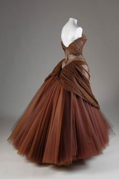 I LOVE THIS DRESS !!!!!!!!!  Charles James Tulle Ball Gown !!!!!