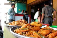 #Streetfood Mirchi #Bhajji in #Hyderabad #Street #Food #India #ekPlate #ekplatebhajji