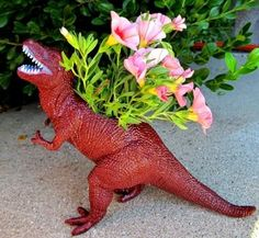 dinosaur planter tutorial! I will be making these for my boys room!