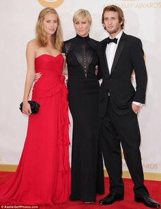 Robyn Wright and her kids, Dylan Penn and Hopper Penn. Get it, Robyn!