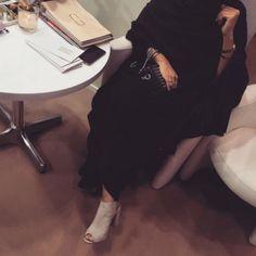 Modest Fashion Hijab, Modesty Fashion, Mode Abaya, Mode Hijab, Hijabi Girl, Girl Hijab, Cool Girl Pictures, Girl Photos, Cute Girl Hd Wallpaper