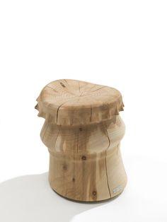 Bottle cap Riva 1920  Ein Hocker aus massivem, duftendem Zedernholz, der aus einem einzigen Block verarbeitet ist und der an den oberen Teil einer Flasche erinnert, dessen Abmessungen stark betont und dessen Materialien neu interpretiert werden.Es handelt sich um vollkommen natürliche Produkte aus Holz, die ohne weitere zusätzliche Behandlung von Hand gefertigt werden.  http://www.storeswiss.com/de/prod/kategorie-stuhle/hocker/bottle-cap-riva-1920.html