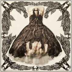 """À quelques jours du lancement de l'exposition """"Alexander McQueen : Savage Beauty"""" au Victoria & Albert Museum de Londres, la maison Alexander McQueen dévoile une collection de foulards dédiée à..."""