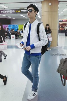 Lay - 150507 Gimpo Airport, departing for Shanghai Credit: Dance The Night Away. (김포공항 출국)