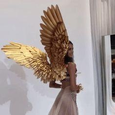 Blanca Padilla for victoria& secret Those wings are so beautiful ________. Angel Aesthetic, Gold Aesthetic, Aesthetic Girl, Crown Aesthetic, Queen Aesthetic, Aesthetic Memes, Princess Aesthetic, Elfa, Halloween Disfraces