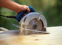 Most novice do-it-yourselfers feel perfectly comfortable using an electric drill or jigsaw, but nearly all of them are hesitant to pick up a portable circular saw. Here are 10 tips to help you cut safely and more confidently. Fine Woodworking, Woodworking Techniques, Woodworking Furniture, Woodworking Projects, Woodworking Joints, Wood Furniture, Woodworking Basics, Woodworking Workbench, Woodworking Classes