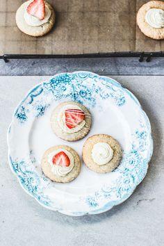 Strawberries & Cream Amaretti Cookies (gluten free)