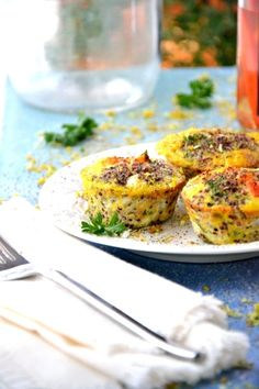 Mini Morning Egg Bites: A little bit of egg, some fresh herbs, carrots, cherry tomatoes and you're all set. Easy Egg Recipes, Free Recipes, Vidalia Onions, Egg Muffins, Egg Whisk, Gluten Free Snacks, Baby Spinach, Food Allergies, Fresh Herbs