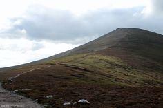 Seitdem ich im letzten Jahr einen Teil des Ben Nevis Pfades gelaufen bin, war der Wunsch groß einen der Berge Schottlands bis zum Gipfel zu erklimmen. Unweit der Unterkunft in Glenlivet befindet si…