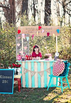 Kissing Booth Photo Session Idea.  Family Photography | Child | Summer Setting Idea | Location | Prop Ideas