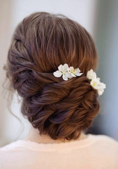Whether you're going for a boho wedding ,chic romantic side bun or a classic updo wedding hairstyles,there's a hairstyle perfect for every bride Unique Wedding Hairstyles, Bride Hairstyles, Messy Hairstyles, Pretty Hairstyles, Updo Hairstyle, Hairstyle Ideas, Bridal Bun, Bridal Hair Updo, Wedding Hair Up