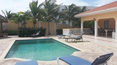 Heerlijk zwembad bij villa Anemoon.