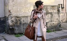 I am obsessed with trench coats, leather bags and simple outfits.