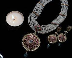 Royal Jewelry, Beaded Jewelry, Jewellery Designs, Fashion Jewellery, Antique Jewelry, Pearl, Pendants, Indian, Jewels