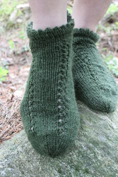 Vihreät sukat reikäkuviolla