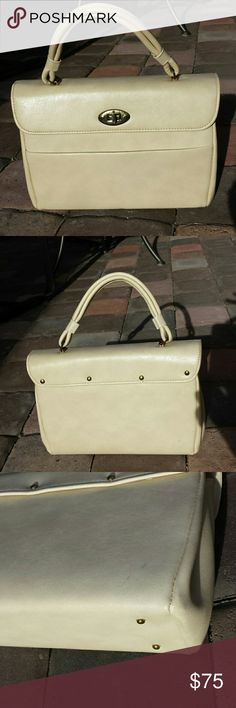 "Vintage Dover handbag purse Cream color leather hand bag.  Made in the USA. 10.5"" long ; 7"" tall; 3.5"" wide.  Faint ink stain, back lower right corner.   Otherwise excellent condition! Dover Bags"