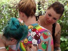 18 Crazy Amazing Photos of the World Bodypainting Festival in Austria - HitFull.com