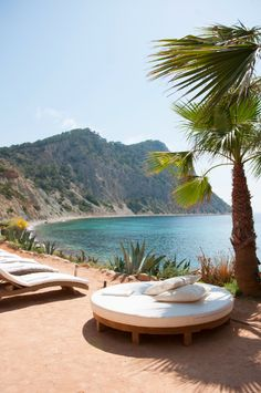 Beach restaurant Amante on the Island of Eivissa - aka Ibiza - Balearic Islands, Spain. Menorca, Ibiza Formentera, Dream Vacations, Vacation Spots, Ibiza Strand, The Places Youll Go, Places To Go, Balearic Islands, Travel Aesthetic