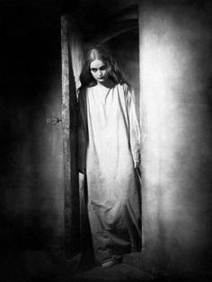 """Camilla Horn in """"Faust: Eine deutsche Volkssage"""", directed by F. Silent Horror, Silent Film, Camilla, Cinema Video, Vintage Goth, Vintage Films, Demonology, Classic Monsters, Friedrich"""