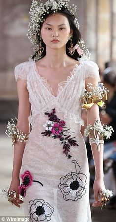 With a little creativity, baby's breath can add a romantic flair to any look without costi...