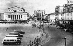 Автобусы ЗИС-8 на площади Свердлова, начало 1930-х годов. (900×575)