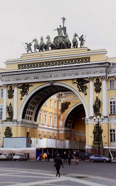 Triumphal Arch on the General Staff Building, Saint Petersburg, Russia (by NataDjm on Flickr)