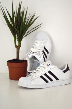 #adidas #superstar Sport Fashion, Fashion Shoes, Adidas Fashion, Sneakers Fashion, Shoes Sneakers, Adidas Superstar, Adidas Shoes, Sport Outfits, Nike Men