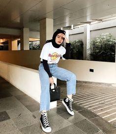 Modern Hijab Fashion, Street Hijab Fashion, Hijab Fashion Inspiration, Kpop Fashion Outfits, Muslim Fashion, Look Fashion, Casual Hijab Outfit, Casual Outfits, How To Pose