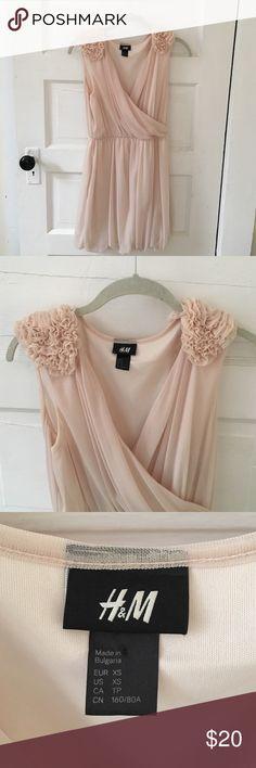 H&M Peach Dress Never worn! Amazing condition. 100% polyester H&M Dresses Mini