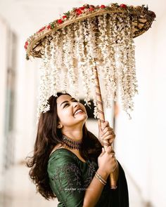 Bridal Portrait Poses, Bridal Poses, Bridal Photoshoot, Desi Wedding Decor, Indian Wedding Decorations, Indian Wedding Favors, Indian Wedding Bride, Ceremony Decorations, Indian Weddings
