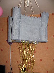 make your own castle pinata ! smart ! (in french)