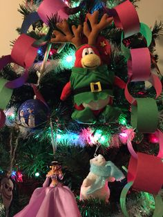 Day 4 December 7 Sven our Christmas elf crafted his own decoration for the tree.. Surrounded some Disney friends with it