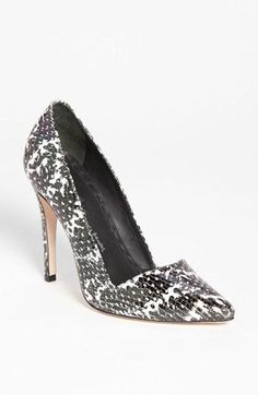 Lusting after these Alice + Olivia High-contrast print pumps.