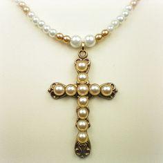 Croix tirée de la série The Borgias, disponible sur The Anne Boleyn Files
