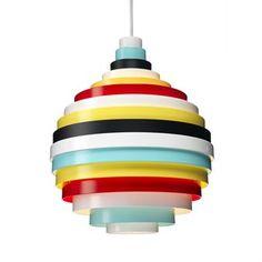 Die berühmte PXL Pendelleuchte von Zero ist ein wahres Aushängeschild des skandinavischen Designs. Der schwedische Designer Fredrik Mattson hat sich hier von einem pixeligen, groß aufgelösten Bild inspirieren lassen, und der PXL Lampe ein unvergleichbares Design verliehen. Fredrik Mattson: