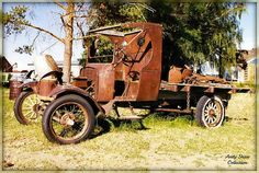 Ford Model T Truck,,, My Pa, n Grandpa n Grandma, n Pa's 2 sisters, all moved from St.joseph, Mo.to Sheldon,Mo. in one just like this with everything they owned, plus Grandpa had 26 fox hound on there too. Pa said ther was hounds tied all over that T model, even on th hood n fenders. I need to ask him how long it took them.