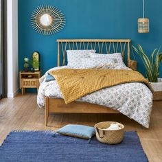 Bett + Lattenrost Quilda Bett + Latte Quilda Holz La Redoute Interieurs & La Redoute The post Bett + Lattenrost Quilda & schlafzimmer appeared first on Red . Home Bedroom, Bedroom Decor, 50s Bedroom, Summer Bedroom, Bedroom Green, Bedroom Colors, Bedroom Ideas, Solid Oak Beds, Tropical Bedrooms