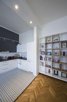 Po zbourání příčky se prostor kuchyně otevřel do obytného prostoru