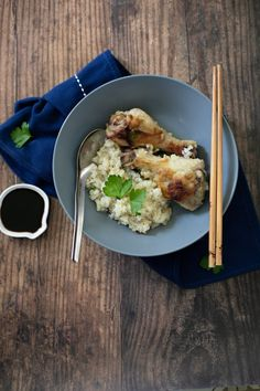 A one pan meal of chicken with a ginger garlic sauce over cauliflower rice. Inspired by Singapore chicken rice. Frozen Cauliflower Rice, Cauliflower Dishes, Ketogenic Recipes, Keto Recipes, Healthy Recipes, Clean Recipes, Healthy Meals, Singapore Chicken Rice, Garlic Chicken