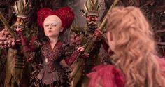 """""""Alicia a través del espejo"""" (2016). Diseño de vestuario: Colleen Atwood. La pieza más cara de la película es la nueva armadura de la Reina Roja."""