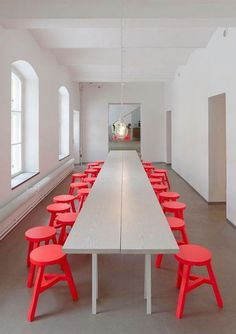 orange stool by Tom Dixon / Interior * Minimalism by LEUCHTEND GRAU http://www.leuchtend-grau.de/2014/05/neonlights.html