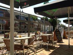 Family restaurant in Kinderdijk. Holland, Pergola, Outdoor Structures, Restaurant, Patio, Places, Outdoor Decor, Home Decor, Twist Restaurant